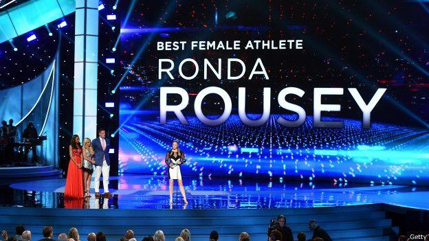 En los prestigiosos premios ESPY, Rousey ganó las categorías de Mejor Deportista femenina y Mejor Peleadora.