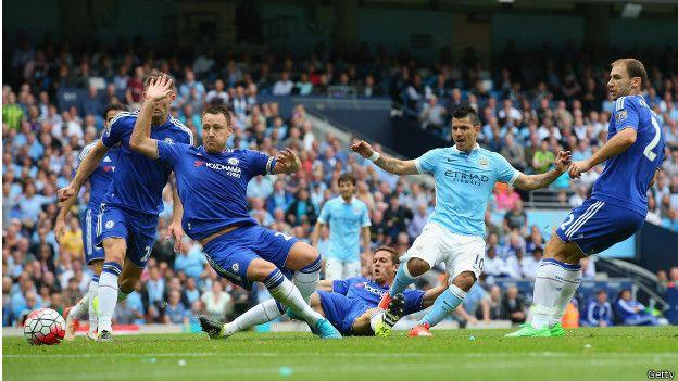 El argentino Agüero abrió la cuenta en la victoria de Manchester City sobre Chelsea.