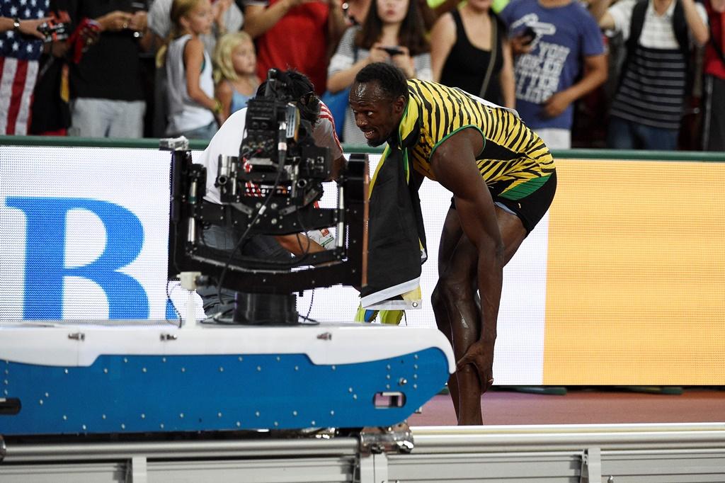 "Usain Bolt es ""atropellado"" por un camarógrafo"