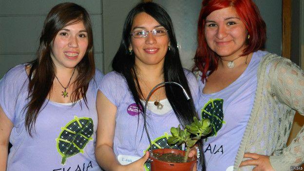 Las creadoras de E-Kaia, Carolina Guerrero, Camila Rupcich y Evelyn Aravena, obtuvieron el Premio Nacional Avonni a la Innovacion en el 2014.