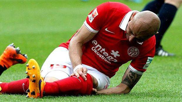 El colombiano Elkin Soto prepara su regreso a la Bundesliga tras la lesión que destruyó su rodilla.