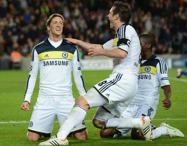 Fernando Torres celebra el segundo gol del Chelsea en el empate contra el Barcelona.