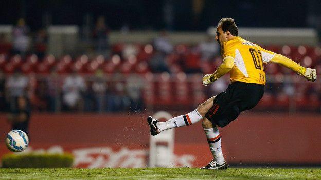 Ceni está entre los diez futbolistas más goleadores en la historia del Sao Paulo.