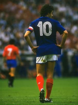 El capitán de Francia guió a su selección al título en la Eurocopa de 1984.