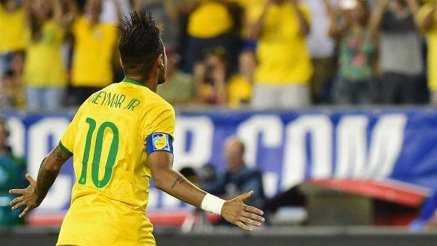 Brasil asegura que no depende de Neymar, pero es él la máxima figura de una canarinha que afronta la etapa más difícil de su historia.