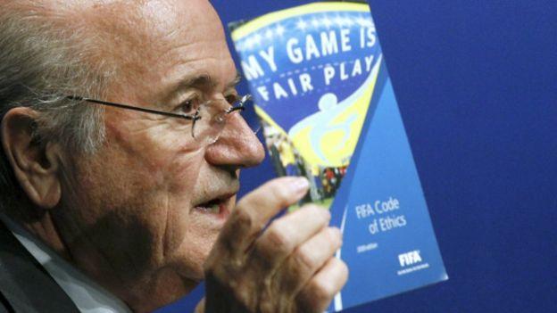 El presidente de la FIFA, Sepp Blatter, se encuentra suspendido de toda actividad relacionada con el fútbol.