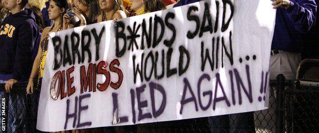 Barry Bonds logró batir la marca histórica de cuadrangulares de Hank Aaron en 2007, pero su figura causa rechazo en la mayoría de los aficionados.