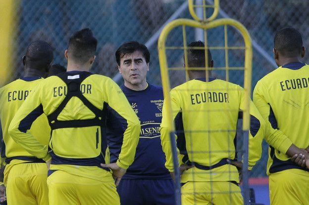 El argentino Gustavo Quinteros, quien jugó en el Mundial de 1994 con Bolivia, asumió las riendas de La Tri en enero de 2015.
