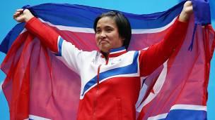 El equipo femenino es tan exitoso como el masculino. Kim Unju conquistó el oro en 75kg.