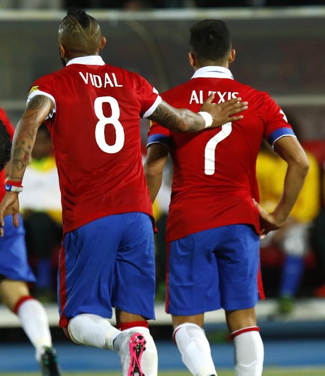 Alexis Sánchez y Arturo Vidal postulan al FIFA FIFPro World XI 2015