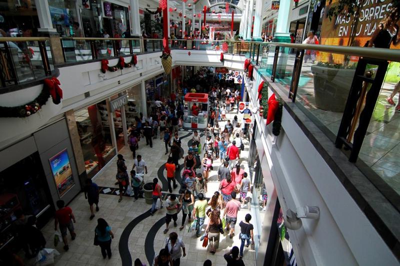 El comercio ofrece trabajos temporales por época navideña.
