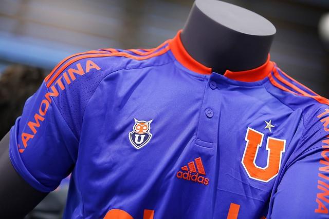 Universidad de Chile presenta nueva camiseta para temporada 2016 ... 5fa063601ae2a
