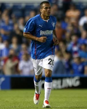 Tuvo experiencia en el fútbol europeo con el Glasgow de Rangers, equipo con el que conquistó el título de la segunda división en Escocia.
