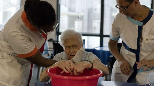 Las personas mayores son muy vulnerables al calor extremo.