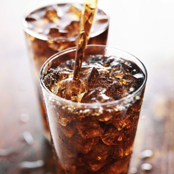 Las bebidas gaseosas son un daño para el organismo.
