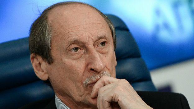 El presidente de la Federación Rusa de Atletismo, Valentin Balakhnichev, se reunió con Habid Cisse, uno de los sospechosos de recibir dinero de la atleta Shobukhova.