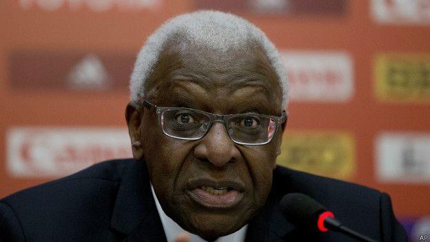 Lamine DiackImage copyrightAP Image caption Lamine Diack, presidente de la IAAF durante 16 años, fue reemplazado por Sebastian Coe, debido a los casos de corrupción que mancharon su gestión.