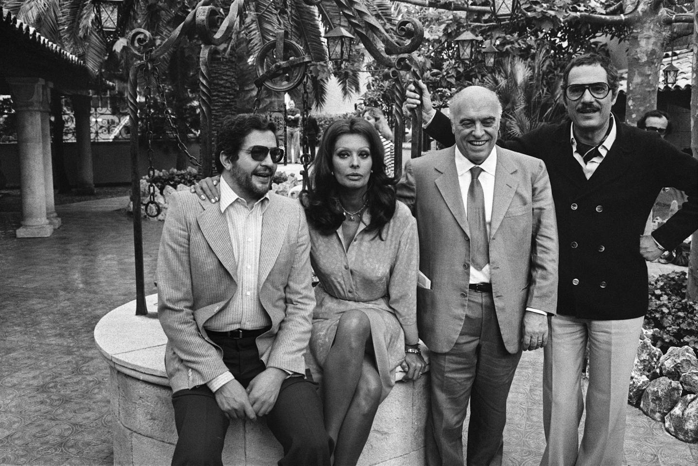 Sof a loren encabeza a las personalidades que homenajean a for Foto di ponti su case