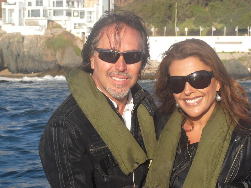 Carolina Arregui junto a su actual pareja y futuro marido, Roy Sothers