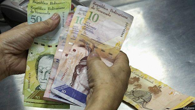 La tasa del dólar paralelo en la actualidad es 158 veces más alta que la tasa oficial, según la página de internet Dolar Today.