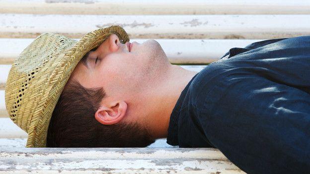 Son pocos los trabajadores que tienen tiempo de hacer la siesta en España.