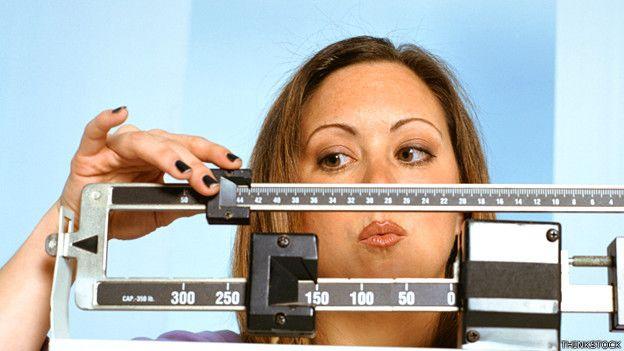 """""""Muchos estudios en el pasado han demostrado que cuando adelgazamos el cuerpo lucha ferozmente contra esa pérdida de peso"""", dijo Signe Sorensen a la BBC."""