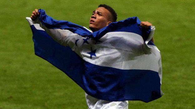 Arnold Peralta integró el equipo olímpico de fútbol de Hoduras. Aquí celebra tras el enfrentamiento con España.