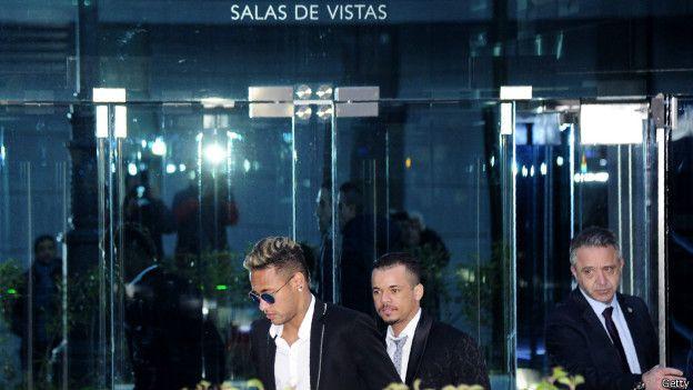 Tanto Messi como Neymar han estado involucrados en escándalos legales que han afectado sus desempeños durante esta temporada.