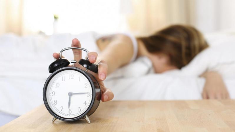 ¿Problemas de sueño? Expertos explican cómo enfrentar el cambio de hora