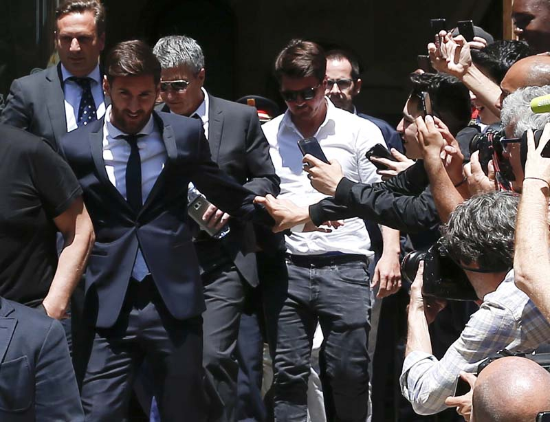 [VIDEO] El insulto que recibió Messi en su llegada a la Audiencia de Barcelona