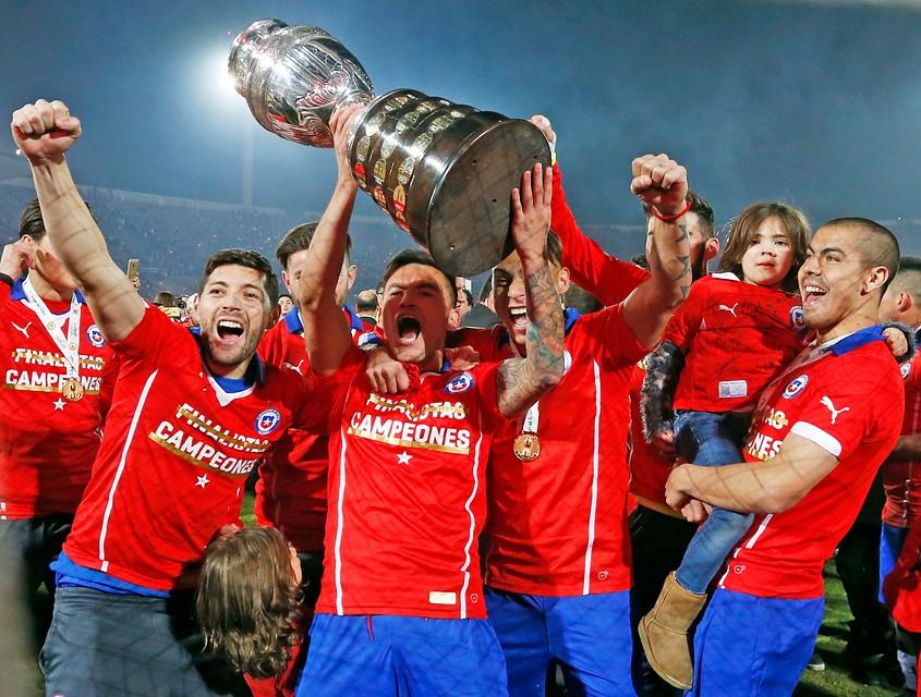 """[VIDEO] """"La Roja"""" entre final y final: los 358 días del campeón de América"""