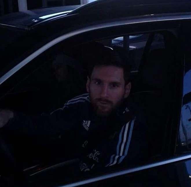 A pesar de la renuncia, Lionel Messi no se quita el buzo de la selección