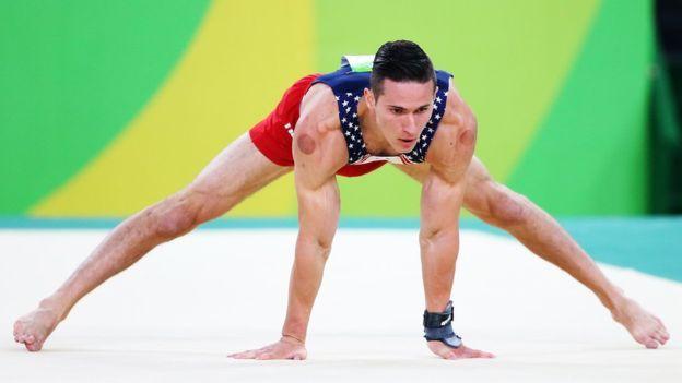 Alex Naddour y otros atletas de EE.UU. aseguran que la terapia les ayuda.