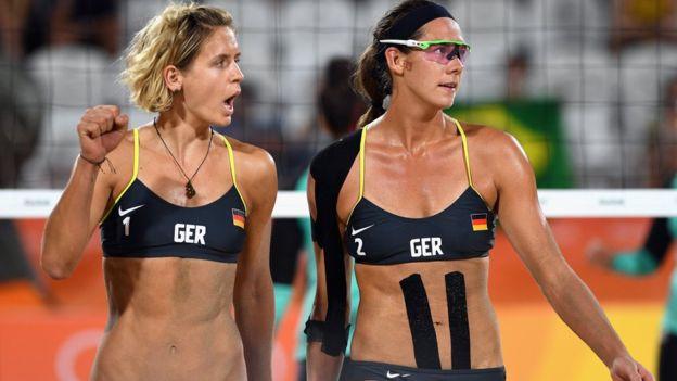 Las alemanas Laura Ludwig y Kira Walkenhorst vencieron 2-0 al equipo egipcio de voleibol playa femenino.
