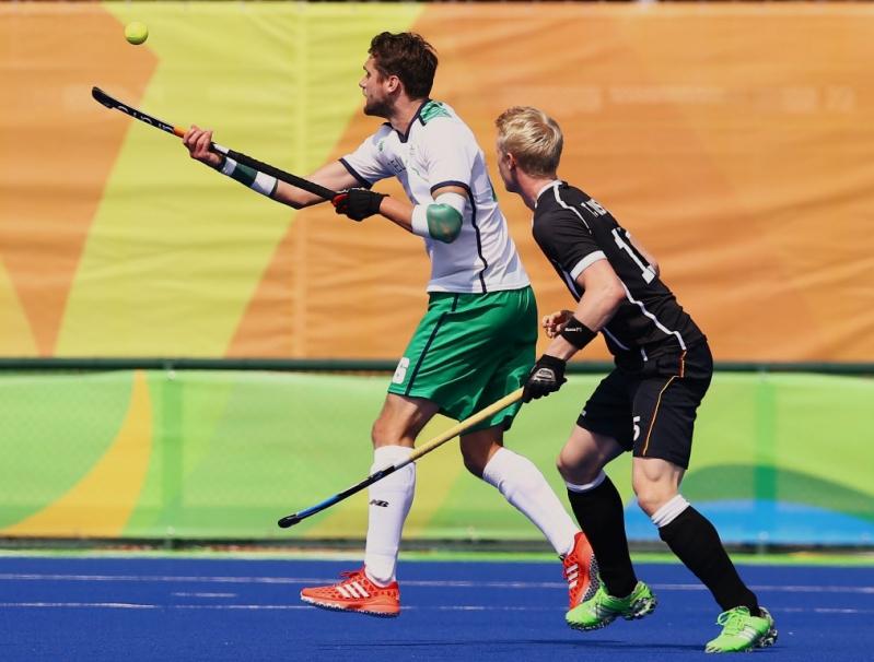 Paul Gleghorne enfrentando a Tom Grambusch  de Alemania.