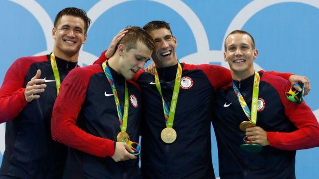 Michael Phelps remontó en su posta la ventaja inicial que llevana Francia.