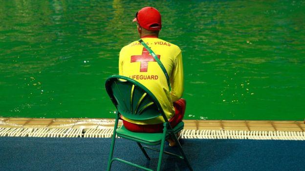 Conforme avanzó la competencia de clavados femenina este martes el agua se fue tornando más oscura, según la clavadista mexicana Paola Espinosa.