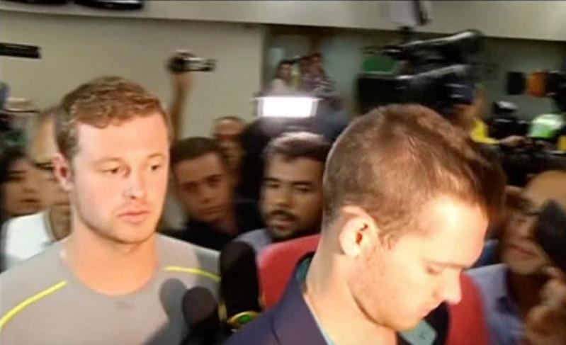 Jack Conger y Gunnar Bentz fueron bajados del avión en que iban a dejar Brasil.