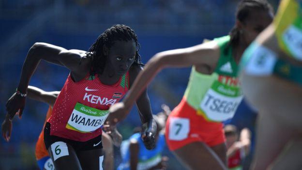 Margaret Wambui, de Kenia, y Francine Niyonsaba, de Burundi, son otras de las atletas que han sido vinculadas con hiperandrogenismo.