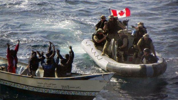 Marines canadientes interceptan a piratas