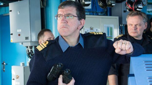 El vicealmirante Hudson dice que la tecnología es crucial en la lucha contra los piratas.