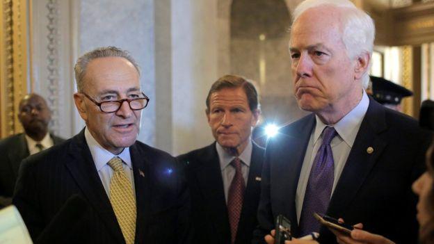 """El senador Chuck Schumer (izquierda) dijo que la Casa Blanca estaba más interesado en las consideraciones diplomáticas. """"Nosotros estamos más interesados en las familias y la justicia""""."""