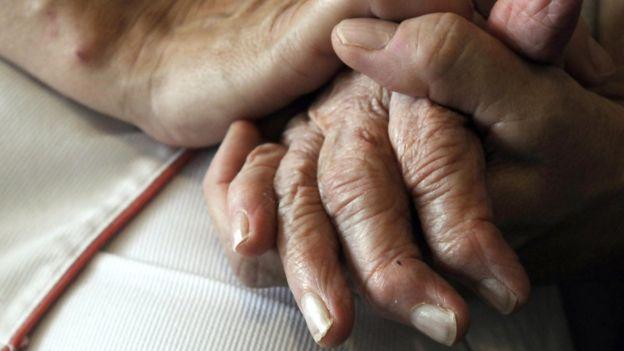 La niña de 12 años que creó una app para comunicarse con su abuela que sufre de Alzheimer