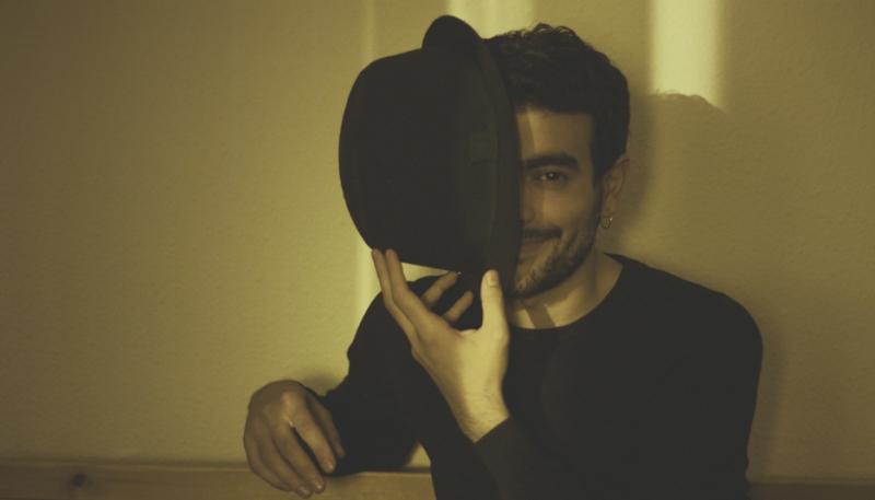 Actor, pintor, músico y escritor es actualmente André Ubilla