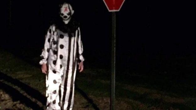 En Waco, Kentucky, un usuario de Facebook captó a uno de los payasos que han sido reportados en el área.