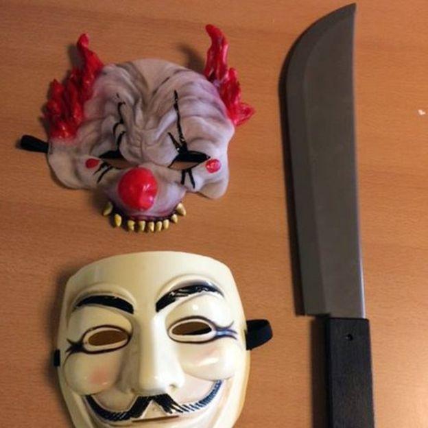 Un niño de 12 años fue detenido con unas máscaras y un cuchillo de plástico con el que asustaba a otros menores en una primaria de Durham, en Reino Unido.