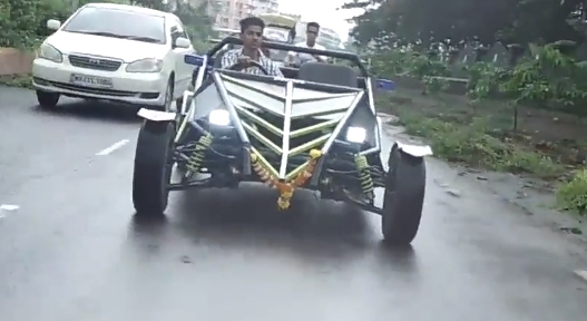 Niño Indio que construyó su propio auto