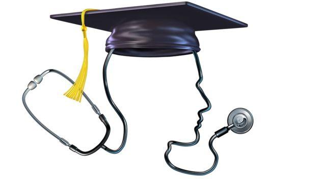A los estudiantes de medicina les dicen sólo los datos personales relevantes de la persona que donó el cuerpo.