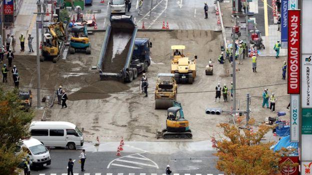 El hueco se rellenó con 6.200 metros cúbicos de arena y cemento.