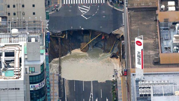 Nadie resultó herido durante el incidente, pero los medios de comunicación japoneses sí reportaron interrupciones en los servicios de electricidad, telefonía, gas y agua.